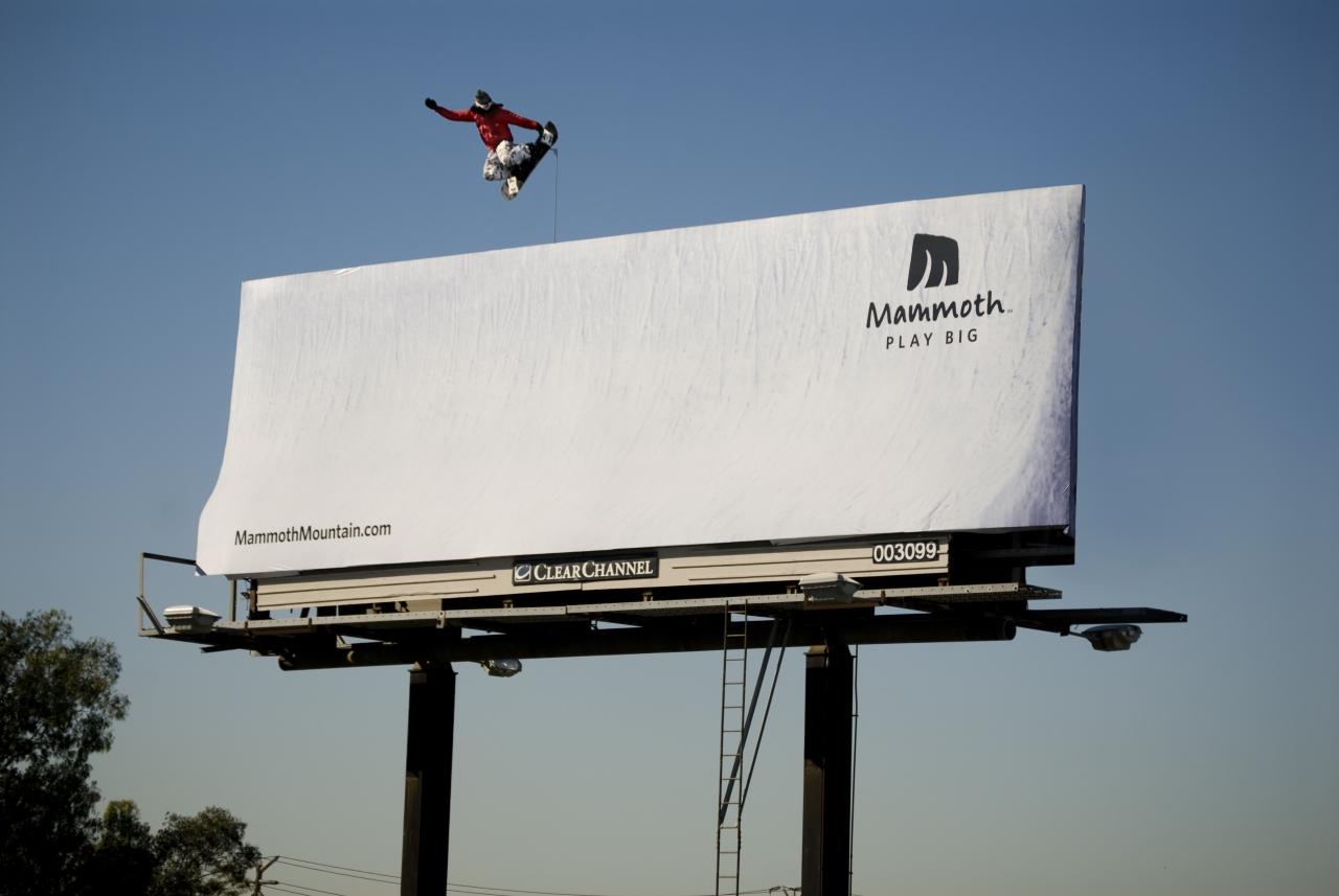 Билборд со сноубордистом