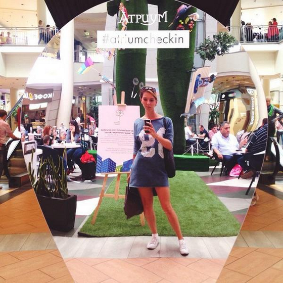 Брендированное зеркало в Atrium для Instagram