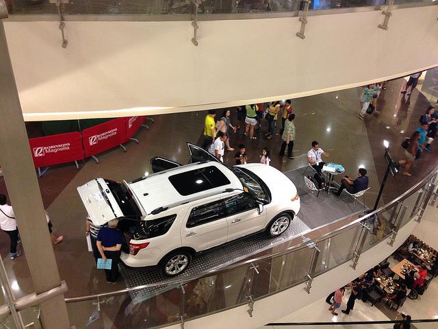 Установка машины в торговом центре